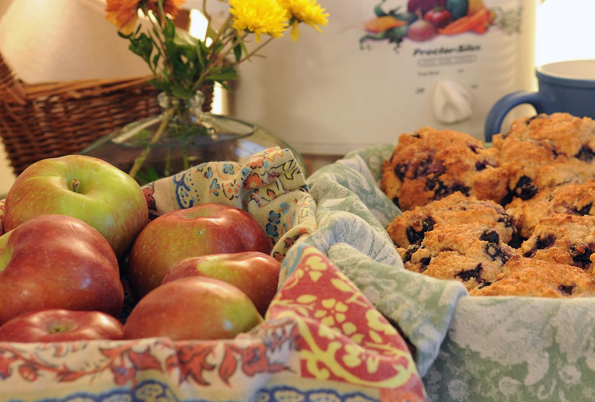 Healthy breakfast options with apples and muffins