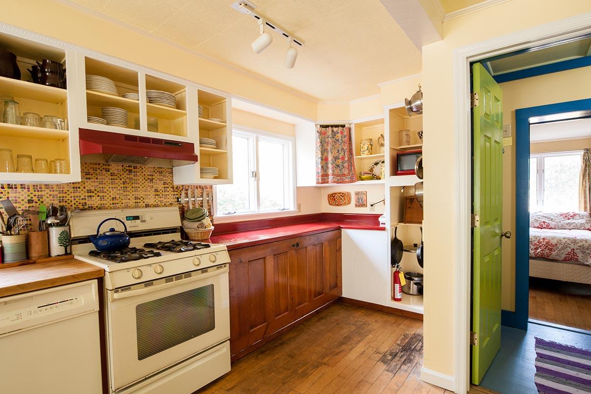 Phelps Cottage full, stocked kitchen