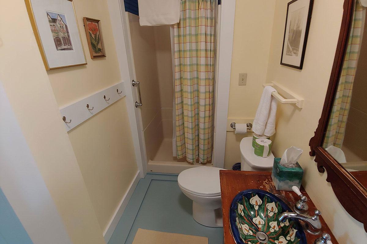 Phelps Cottage bathroom